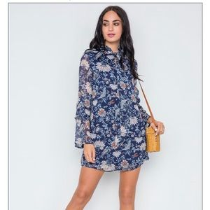 Dresses & Skirts - 🔥Boho Floral Print Mini Dress W/ Long Bell Sleeve